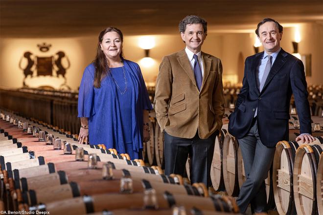 Los propietarios de Château Mouton Rothschild, Philippe Sereys de Rothschild, Camille Sereys de Rothschild y Julien de Beaumarchais de Rothschild