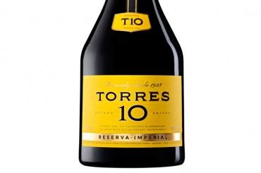 Torres Brandy actualiza la imagen de su icónico Torres 10