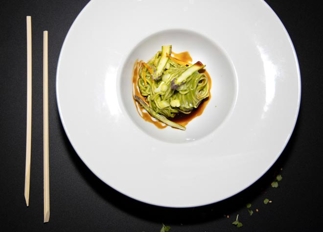Curry verde de espinacas con noodles de Juan Carlos Reyes, ganador de los Asian Culinary Awards de UDON