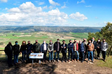 Los viticultores muestran al Secretario Autonómico de Turismo la amenaza de fondos de inversión en el paisaje de Terres dels Alforins