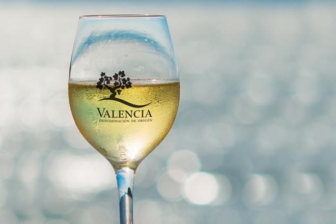 La DO Valencia se suma al tardeo del verano para incentivar el consumo de vino por copas